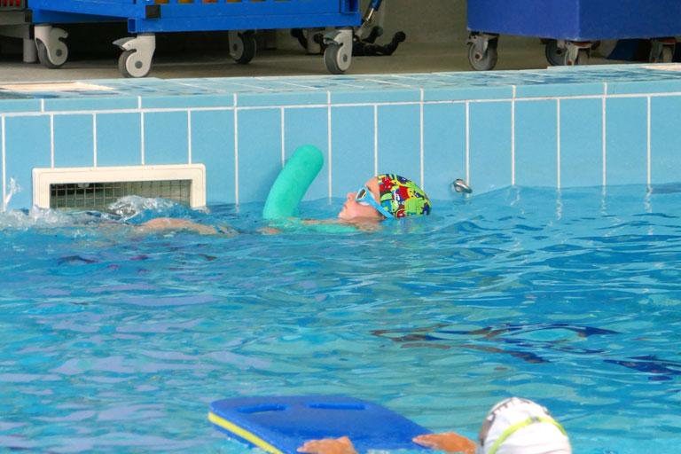 cours petits nageurs piscine Sauzet