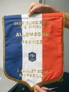 Le fanion de l'équipe de France pour le match de ce soir.